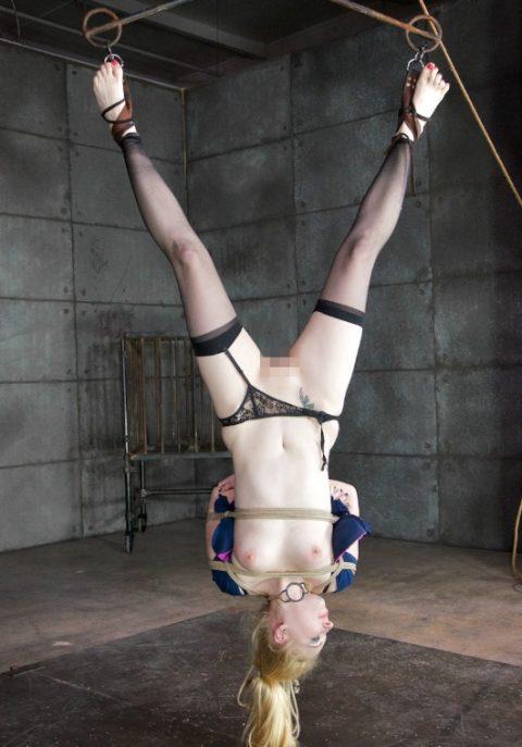 【画像28枚】海外のメス豚奴隷の扱い、レベル違い過ぎてワロタ・・・・・・・・2枚目