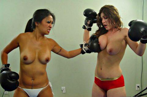 【画像】偽乳を潰しあう女同士の戦いをご覧くださいwwwwwwwwwwwwwwww(30枚)・11枚目