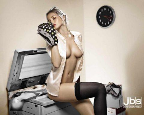 【PTA激怒】家族では見たくない海外の過激セクシー広告画像集(26枚)・12枚目