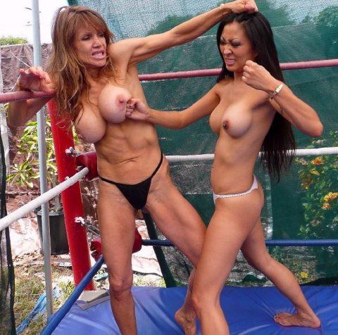 【画像】偽乳を潰しあう女同士の戦いをご覧くださいwwwwwwwwwwwwwwww(30枚)・12枚目