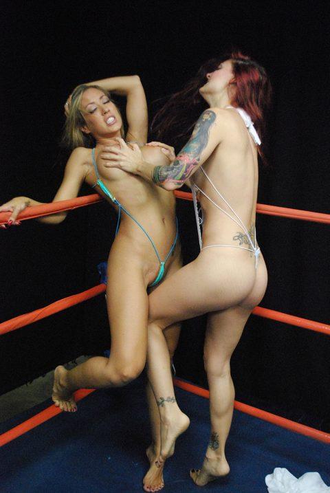 【画像】偽乳を潰しあう女同士の戦いをご覧くださいwwwwwwwwwwwwwwww(30枚)・17枚目