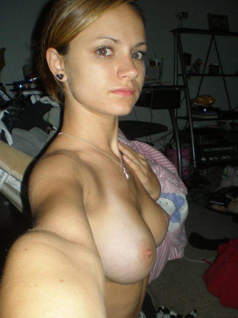 スタイルに自信ありすぎてついSNSにアップしてしまったロシア美女の自撮り画像(18枚)・2枚目