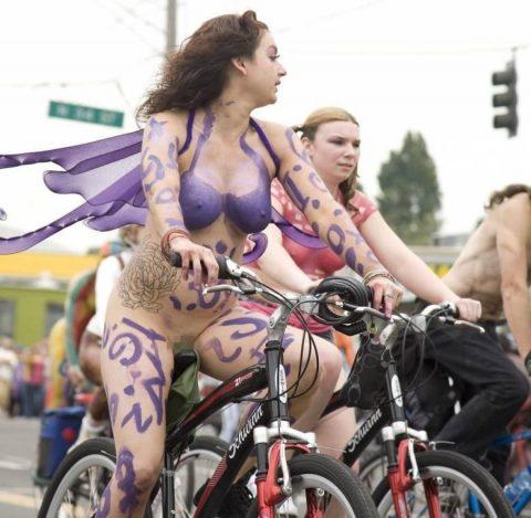 【画像】全裸で自転車乗ってる女子のマン汁対策ワロタwwwwwwwwwwwwwwwwww・7枚目