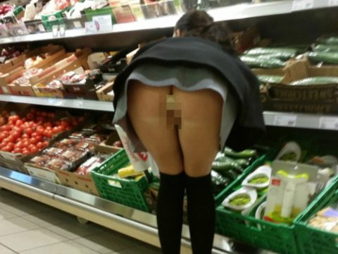 【画像28枚】プチ露出狂がショッピングモールで使う常套手段wwwwwwwwwwwwwwwww・1枚目