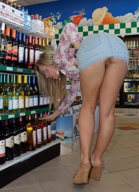 【画像28枚】プチ露出狂がショッピングモールで使う常套手段wwwwwwwwwwwwwwwww・7枚目