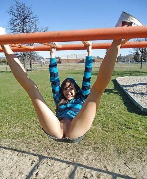 【通報不可避】公園で無邪気に遊ぶ・・・・・露出狂wwwwwwwwwwwwwwwww(画像24枚)・9枚目