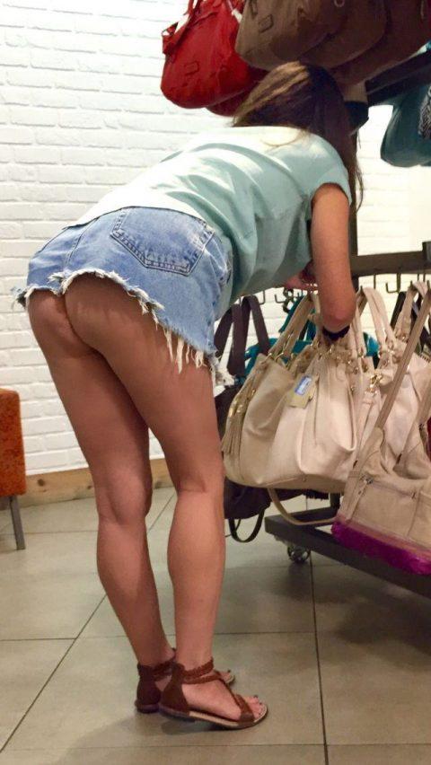 【画像28枚】プチ露出狂がショッピングモールで使う常套手段wwwwwwwwwwwwwwwww・11枚目