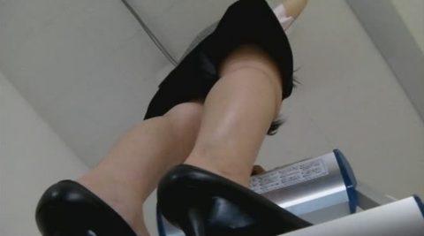 【絶景】女子事務員に脚立使って蛍光灯交換させるの楽しすぎwwwwwwwwwww(※画像あり)・14枚目