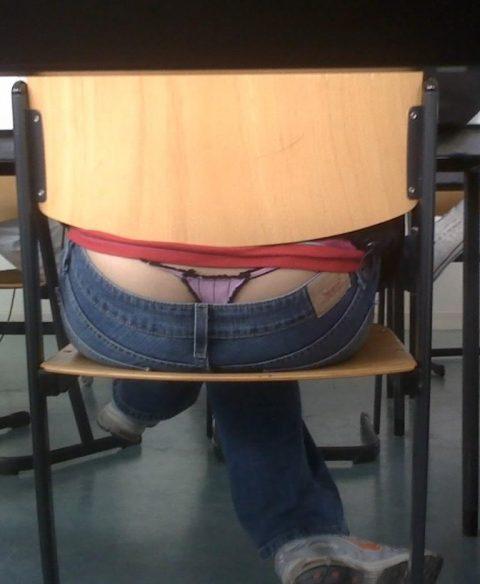 【画像】前の席の女のケツがエロ過ぎて授業に集中できない・・・(27枚)・16枚目
