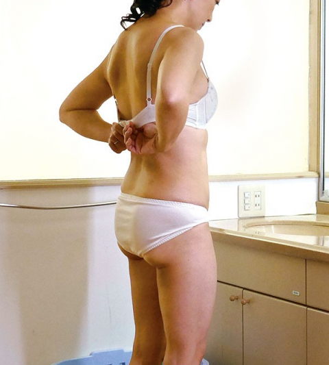 【盗撮】姉ちゃんの風呂上り隠し撮りしたったけど需要ある???(20枚)・6枚目