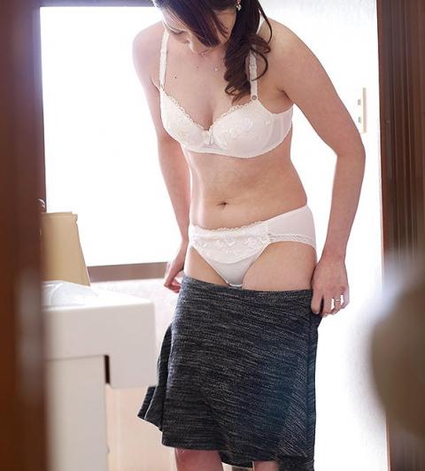 【盗撮】姉ちゃんの風呂上り隠し撮りしたったけど需要ある???(20枚)・8枚目