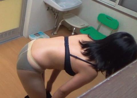 【盗撮】姉ちゃんの風呂上り隠し撮りしたったけど需要ある???(20枚)・10枚目