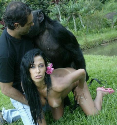 【ドン引き】猿と愛し合う女たち・・・(画像20枚)・2枚目