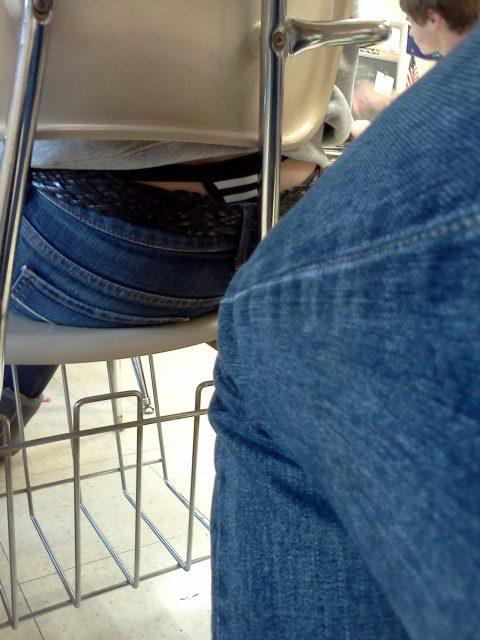 【画像】前の席の女のケツがエロ過ぎて授業に集中できない・・・(27枚)・17枚目