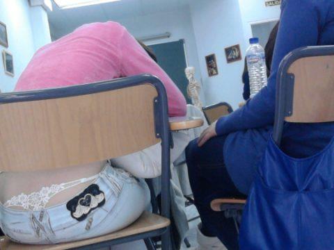 【画像】前の席の女のケツがエロ過ぎて授業に集中できない・・・(27枚)・21枚目