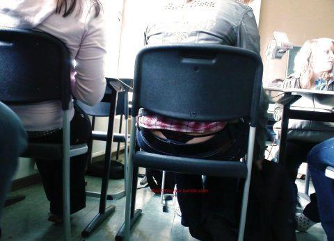 【画像】前の席の女のケツがエロ過ぎて授業に集中できない・・・(27枚)・22枚目