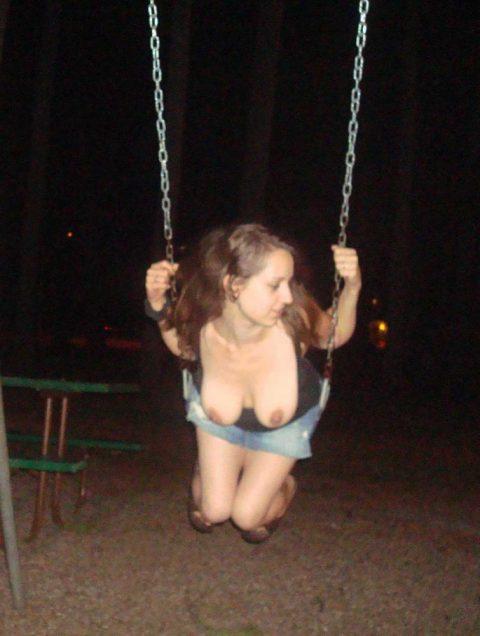 【通報不可避】公園で無邪気に遊ぶ・・・・・露出狂wwwwwwwwwwwwwwwww(画像24枚)・23枚目