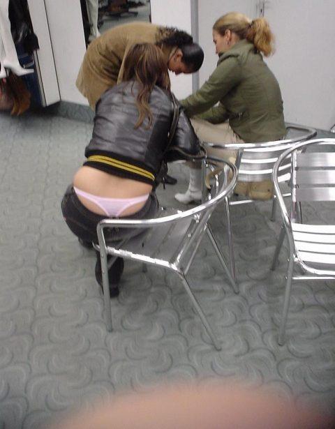 【画像】前の席の女のケツがエロ過ぎて授業に集中できない・・・(27枚)・3枚目