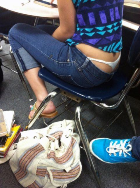 【画像】前の席の女のケツがエロ過ぎて授業に集中できない・・・(27枚)・8枚目
