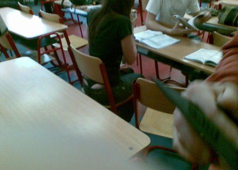 【画像】前の席の女のケツがエロ過ぎて授業に集中できない・・・(27枚)・9枚目