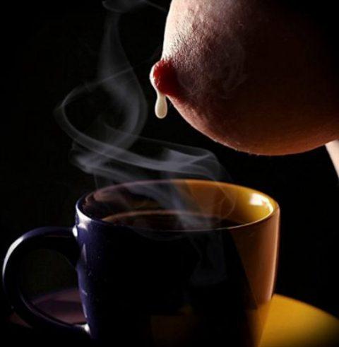 【GIFあり】コーヒーに母乳・・・誰得やねん・・・(画像21枚)・1枚目