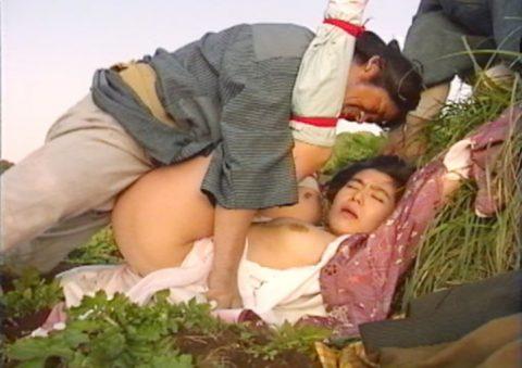 【画像】日本文化好きな外国人が一番喜びそうなレイプシーンがこちらwwwwwwwwww(26枚)・1枚目