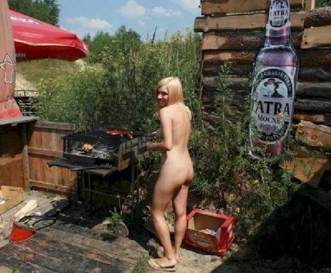 【画像】裸族のバーベキューに参加した結果・・・→以外に普通でワロタwwwwwwwwww・7枚目