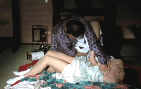 【画像】日本文化好きな外国人が一番喜びそうなレイプシーンがこちらwwwwwwwwww(26枚)・12枚目