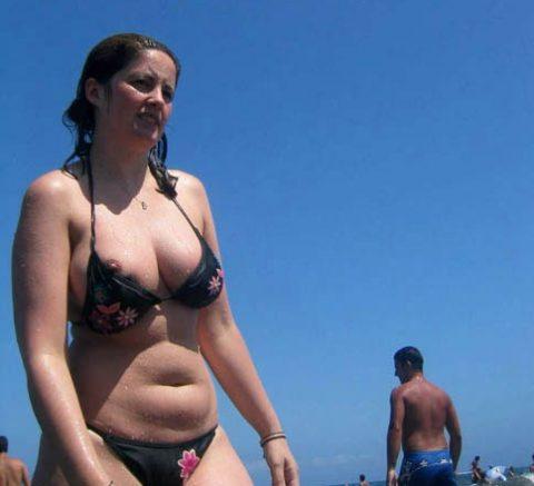 【画像あり】乳首ポロリしてることに女の子が気づいてないゴールデンタイムwwwwwwwwwwwwwww・14枚目