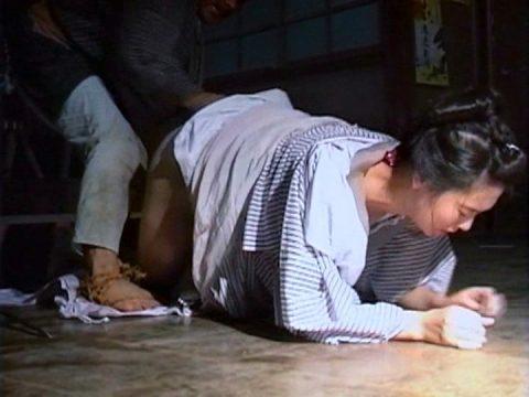 【画像】日本文化好きな外国人が一番喜びそうなレイプシーンがこちらwwwwwwwwww(26枚)・18枚目