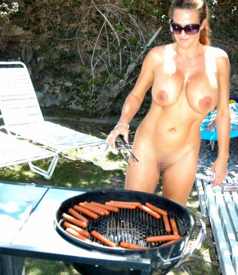 【画像】裸族のバーベキューに参加した結果・・・→以外に普通でワロタwwwwwwwwww・15枚目