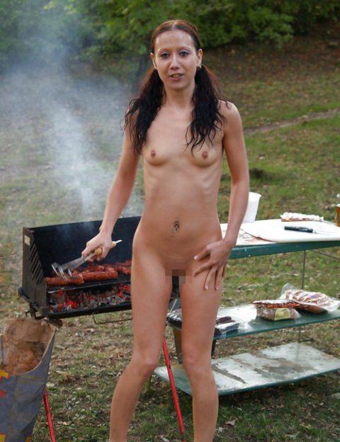 【画像】裸族のバーベキューに参加した結果・・・→以外に普通でワロタwwwwwwwwww・21枚目