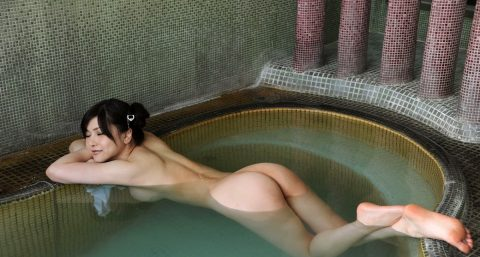 【画像25枚】彼女と家族風呂→一番やってほしいポーズがこれwwwwwwwwwwwww・25枚目