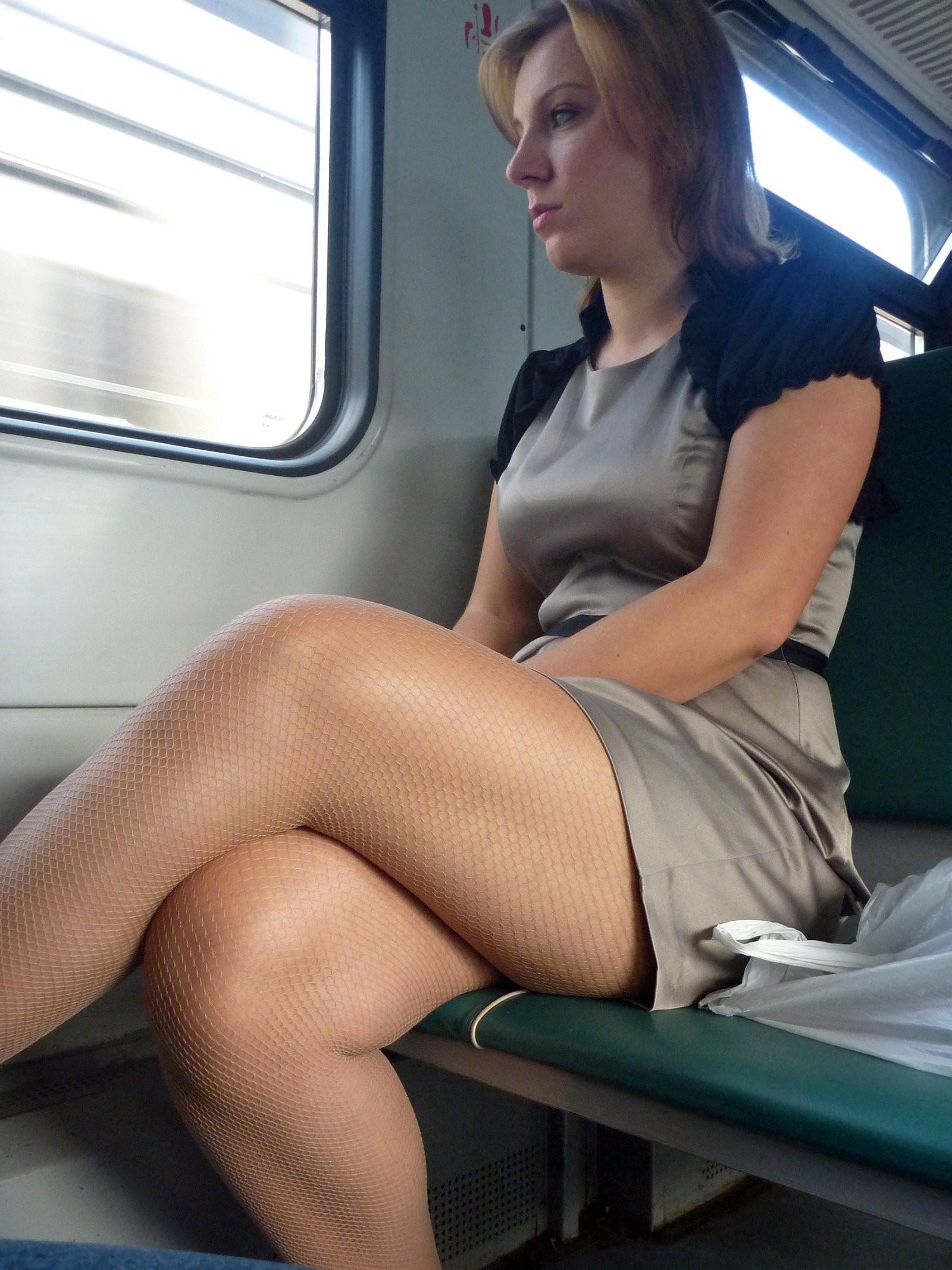 poglazhivanie-v-transporte-porno