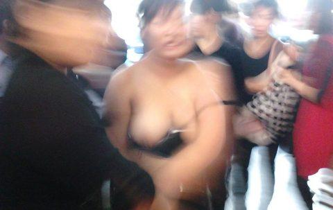 【露出狂】性への締め付けがキツイ中国で壊れてしまった女たち・・・(画像25枚)・11枚目