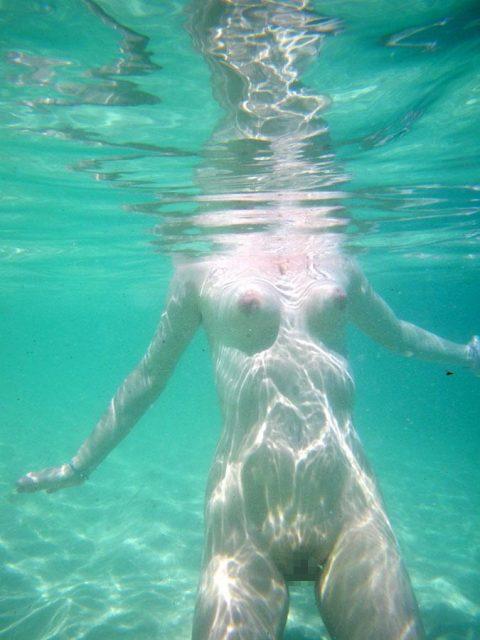 【神秘的】巨乳を水中で撮ったらこうなるwwwwwwwwwwww(画像23枚)・13枚目