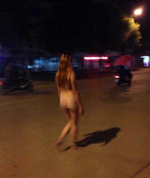 【露出狂】性への締め付けがキツイ中国で壊れてしまった女たち・・・(画像25枚)・3枚目