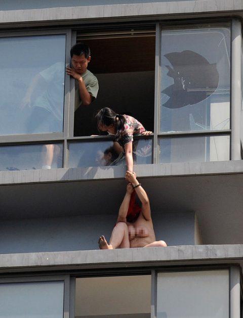 【露出狂】性への締め付けがキツイ中国で壊れてしまった女たち・・・(画像25枚)・7枚目