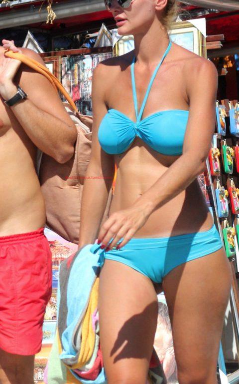 【ワレメ注意】海外ビーチのスジマン率の高さは異常wwwwwwwwwww(画像28枚)・9枚目
