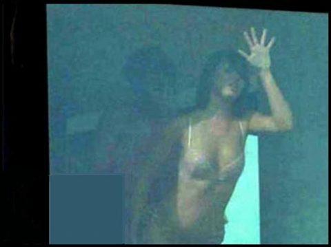 【盗撮】テンション上がって映画みたいに窓際セックスしちゃったバカップルたち・・・(画像20枚)・6枚目