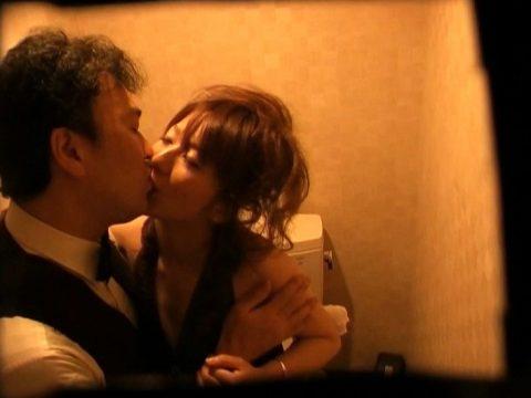 【有能】トイレで性接待するキャバ嬢たち・・・(画像27枚)・8枚目