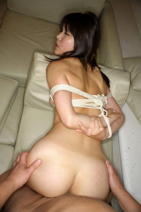 【画像26枚】後ろ手に縛られた女をバックでハメるこの体勢大好きすぎwwwwwwwwwww・10枚目
