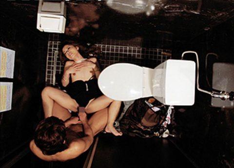 【有能】トイレで性接待するキャバ嬢たち・・・(画像27枚)・11枚目