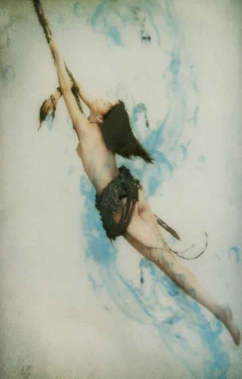 【乳首あり】芸能界を引退する江角マキコさんのパンチラ~ヌード画像集(26枚)・11枚目