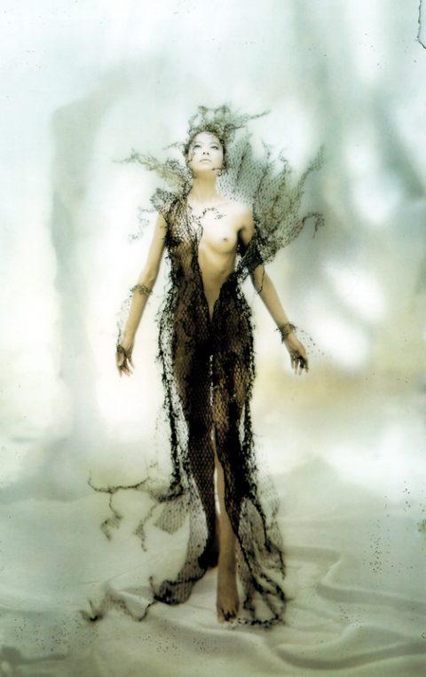 【乳首あり】芸能界を引退する江角マキコさんのパンチラ~ヌード画像集(26枚)・17枚目