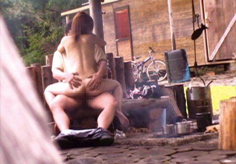 【盗撮】堂々と野外セックスする盛りのついたカップルたちwwwwwwwwww(画像29枚)・20枚目