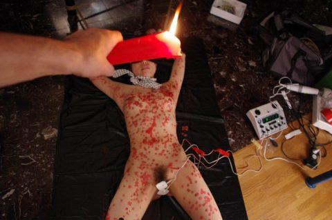 【蝋燭プレイ】ドM女の色んな所にロウを垂らしてるエロ画像集(22枚)・4枚目