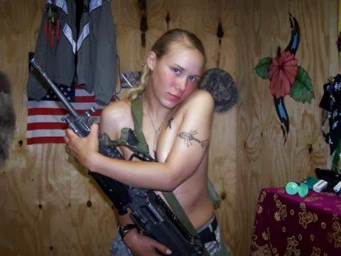 【これガチ?!】女兵士のおふざけエロ画像貼っていくwwwwwwwwwwwwww(28枚)・19枚目