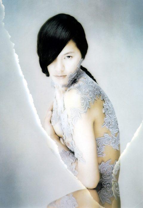 【乳首あり】芸能界を引退する江角マキコさんのパンチラ~ヌード画像集(26枚)・19枚目