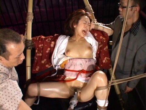 素人にはできない和服女性の緊縛エロ画像集(20枚)・18枚目